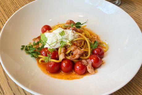 Спагетти с беконом и страчателлой